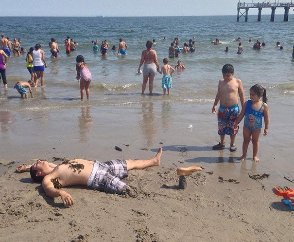 Приколы на пляже 24 фотография