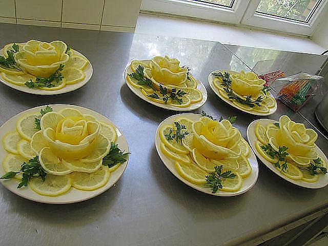 Украшение салатов, закусок с фото