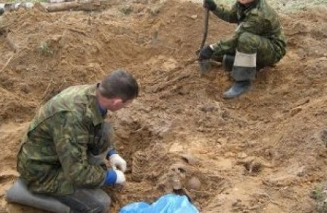 Поисковики установили личности двух красноармейцев, найденных в Поныровском районе