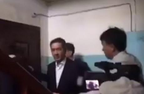 Алматылық тұрғын Бақытжан Сағынтаевты үйіне кіргізбей қойды (видео)